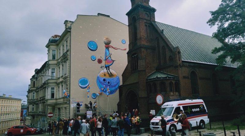 maly ksiaze 7 800x445 - Poznań: Mały Książę ozdobił kamienicę przy Ogrodowej