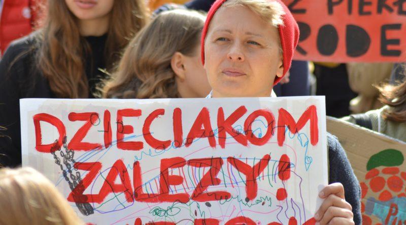 """mlodziezowy strajk klimatyczny fot. karolina adamska 11 800x445 - Poznań: Młodzieżowy Strajk Klimatyczny. """"Walczę o prawo do życia dla wszystkich!"""""""