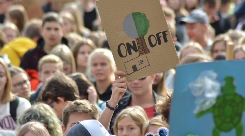 """mlodziezowy strajk klimatyczny fot. karolina adamska 12 800x445 - Poznań: Młodzieżowy Strajk Klimatyczny. """"Walczę o prawo do życia dla wszystkich!"""""""