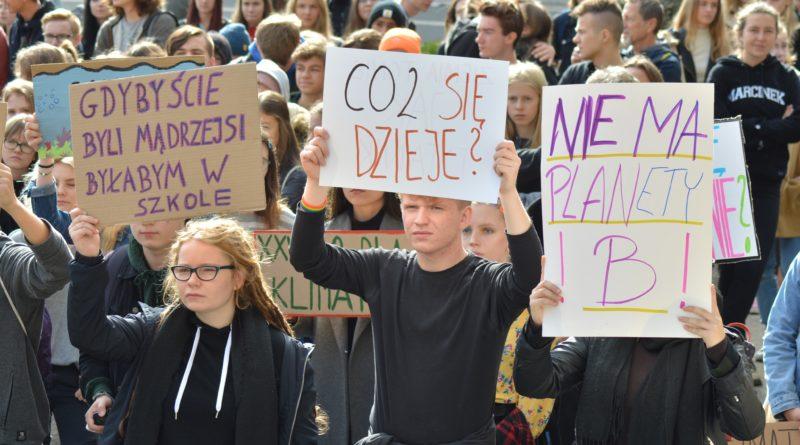 """mlodziezowy strajk klimatyczny fot. karolina adamska 19 800x445 - Poznań: Młodzieżowy Strajk Klimatyczny. """"Walczę o prawo do życia dla wszystkich!"""""""
