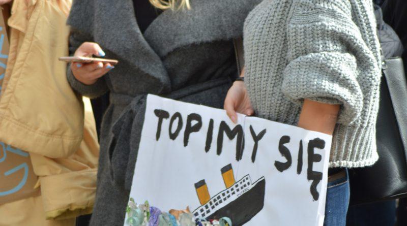 """mlodziezowy strajk klimatyczny fot. karolina adamska 20 800x445 - Poznań: Młodzieżowy Strajk Klimatyczny. """"Walczę o prawo do życia dla wszystkich!"""""""