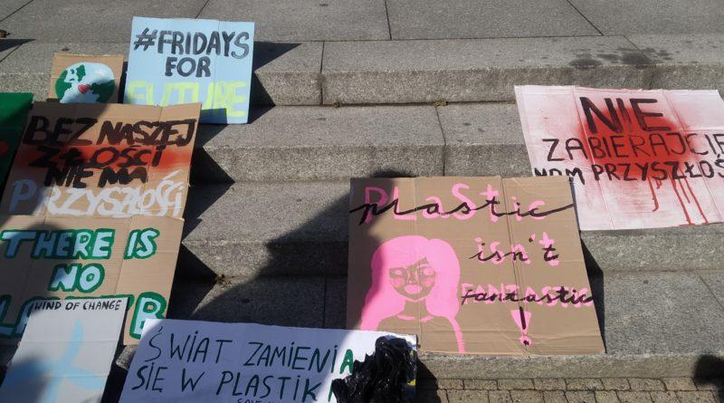 """mlodziezowy strajk klimatyczny fot. karolina adamska 3 800x445 - Poznań: Młodzieżowy Strajk Klimatyczny. """"Walczę o prawo do życia dla wszystkich!"""""""