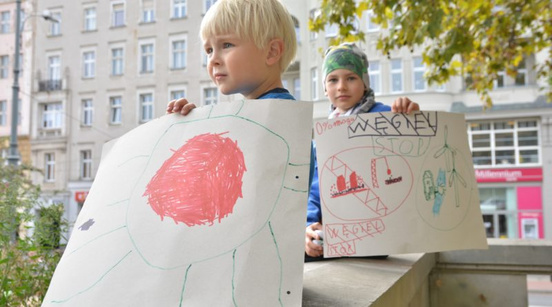 """mlodziezowy strajk klimatyczny fot. karolina adamska 6 800x445 - Poznań: Młodzieżowy Strajk Klimatyczny. """"Walczę o prawo do życia dla wszystkich!"""""""