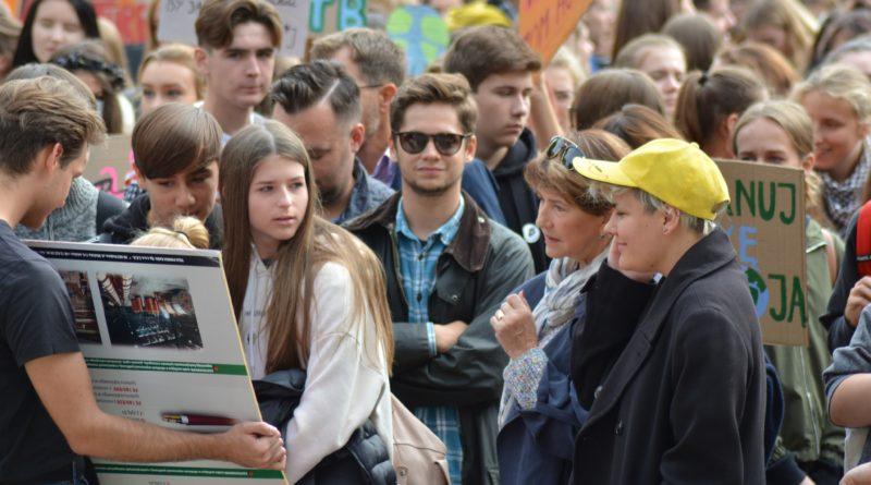"""mlodziezowy strajk klimatyczny fot. karolina adamska 8 800x445 - Poznań: Młodzieżowy Strajk Klimatyczny. """"Walczę o prawo do życia dla wszystkich!"""""""