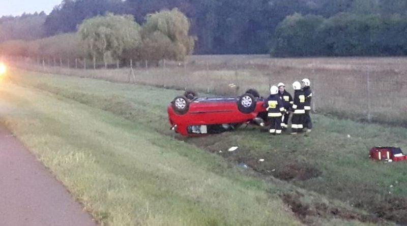 osp wegierki 800x445 - Września: Na A2 dachował samochód