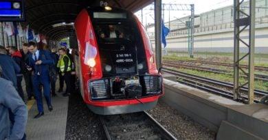 pociąg Koleje Wielkopolskie ELF 2 (1)