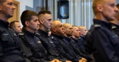 policja nagrody 1 fot. msw 390x205 - Poznań: Policja ostrzega przed oszustami wykorzystującymi epidemię koronawirusa