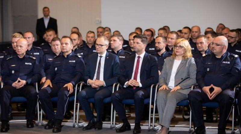 policja nagrody 2 fot. msw 800x445 - Bohaterowie w mundurach dostali nagrody