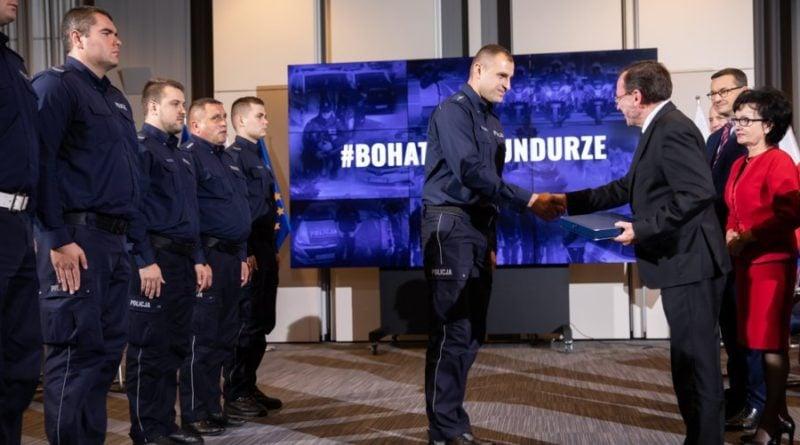policja nagrody 4 fot. msw 800x445 - Bohaterowie w mundurach dostali nagrody