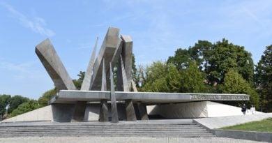 pomnik armii poznan fot. ump 390x205 - Poznań: Pomnik Armii Poznań został odnowiony. I ma monitoring