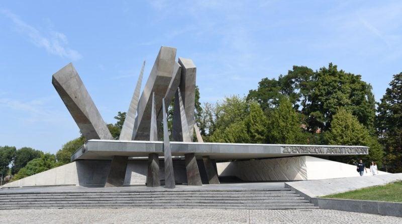 pomnik armii poznan fot. ump 800x445 - Poznań: Pomnik Armii Poznań został odnowiony. I ma monitoring