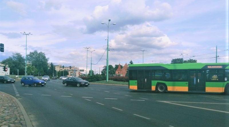srodka 2 800x445 - Poznań: Utrudnienia w ruchu na Śródce! Zderzenie autobusu z tramwajem