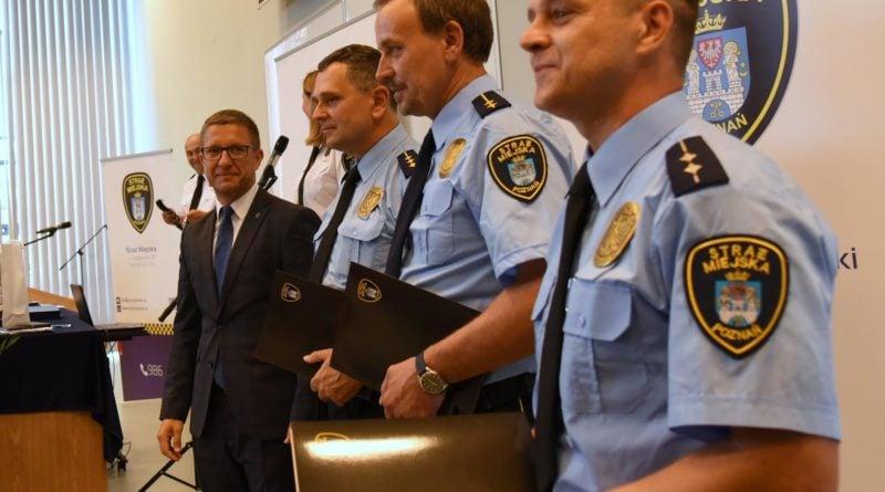 straznicy miejsc 7 800x445 - Poznań: Strażnicy miejscy świętują