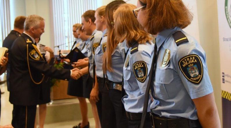 straznicy miejscy 11 800x445 - Poznań: Strażnicy miejscy świętują
