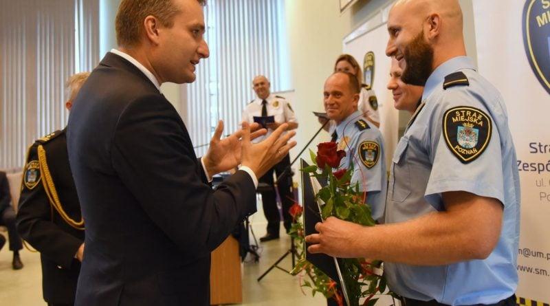 straznicy miejscy 15 800x445 - Poznań: Strażnicy miejscy świętują