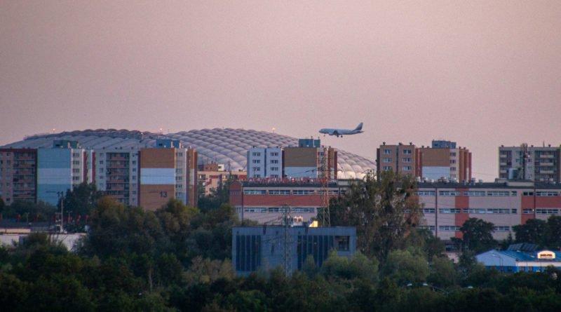 Stadion miejski osiedle Kopernika samolot fot. Sławek Wąchała