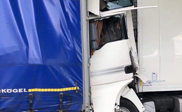 wypadek na a2 fot. ochotnicza straz pozarna w kleszczewie 1 720x445 - Wypadek na A2. Kierowca tira nie przeżył