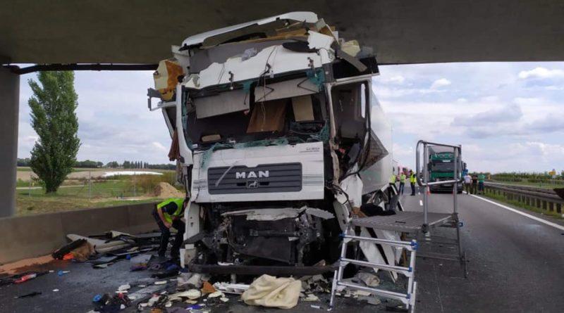 wypadek na A2 fot. Ochotnicza Straż Pożarna w Kleszczewie