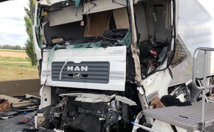 wypadek na a2 fot. ochotnicza straz pozarna w kleszczewie 4 720x445 - Wypadek na A2. Kierowca tira nie przeżył