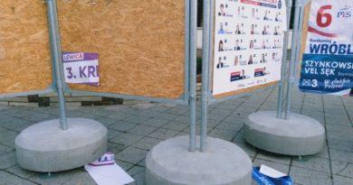 zerwane plakaty wyborcze park wilsona 2 390x205 - Poznań: Policja zatrzymała osoby odpowiedzialne za niszczenie plakatów wyborczych