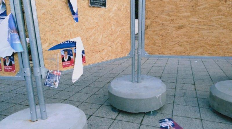 zerwane plakaty wyborcze park Wilsona (4)