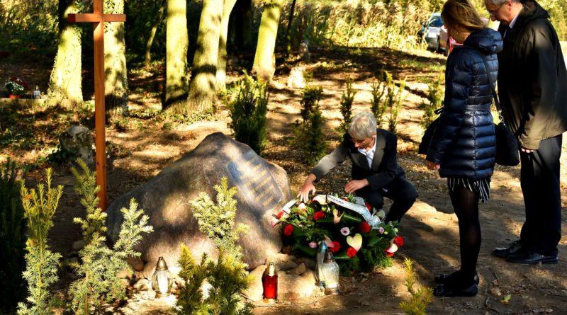 cmentarz ewangelicki 1 fot.tzp  800x445 - Pobiedziska: Cmentarz ewangelicki w Gorzkim Polu uporządkowany i upamiętniony