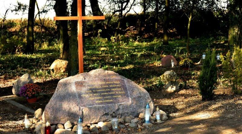 cmentarz ewangelicki 3 fot.tzp  800x445 - Pobiedziska: Cmentarz ewangelicki w Gorzkim Polu uporządkowany i upamiętniony