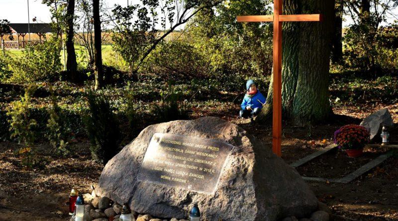 cmentarz ewangelicki 4 fot.tzp  800x445 - Pobiedziska: Cmentarz ewangelicki w Gorzkim Polu uporządkowany i upamiętniony