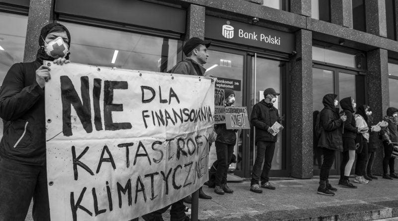 """ekolodzy protest oboz dla klimatu fot. radoslaw sto 9 800x445 - Poznań: Aktywiści przed bankiem. """"Najpierw ludzie, potem zyski"""""""