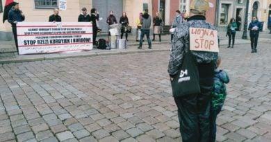 kurdowie 2 390x205 - Poznań: Protest przeciwko rzezi Kurdów i czystkom etnicznym w Turcji