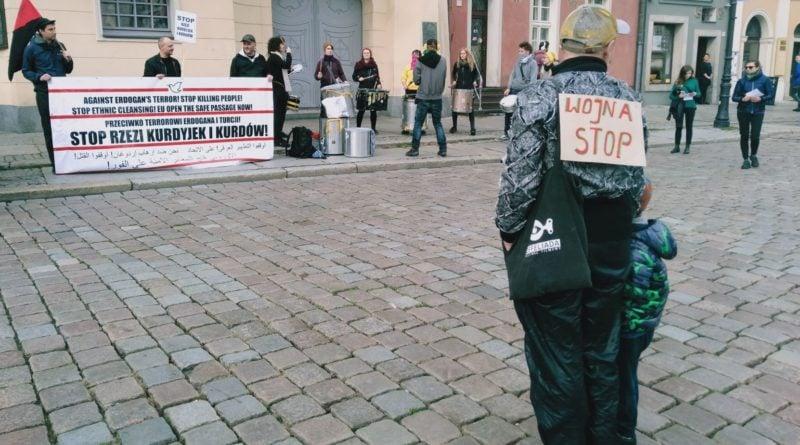 kurdowie 2 800x445 - Poznań: Protest przeciwko rzezi Kurdów i czystkom etnicznym w Turcji