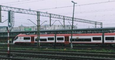 pociag 1 390x205 - Poznań:  Poznańska Kolej Metropolitalna - październik przyniósł pogorszenie