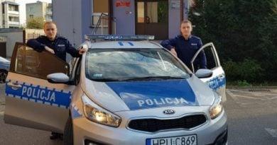 policjanci z chodziezy fot. kwp 390x205 - Chodzież: Policjanci uratowali życie niedoszłemu samobójcy
