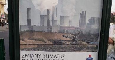 reklama na poznańskim przystanku fot. Młodzieżowy Strajk Klimatyczny
