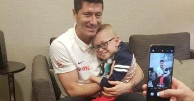 Robert Lewandowski i Franek Trzęsowski fot. FB Mój Syn Franek