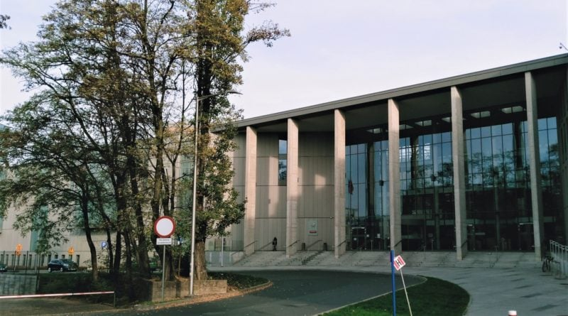 sad okregowy 2 800x445 - Poznań: Uderzył kobietę 50 razy (!) kamieniem w głowę. Oskarżony o usiłowanie zabójstwa