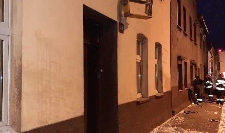 wypadek dk 32 fot. osp rakoniewice 5 752x445 - Tir wjechał w budynek. Uszkodzone złącza gazowe!