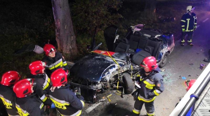 """wypadek fot. osp strykowo 11 800x445 - Groźny wypadek pod Poznaniem. """"Na miejsce zdarzenia zastano rozbity pojazd"""""""