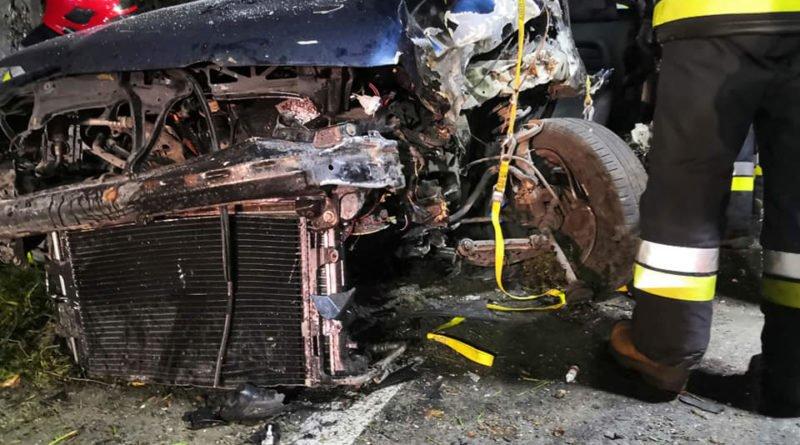 """wypadek fot. osp strykowo 12 800x445 - Groźny wypadek pod Poznaniem. """"Na miejsce zdarzenia zastano rozbity pojazd"""""""