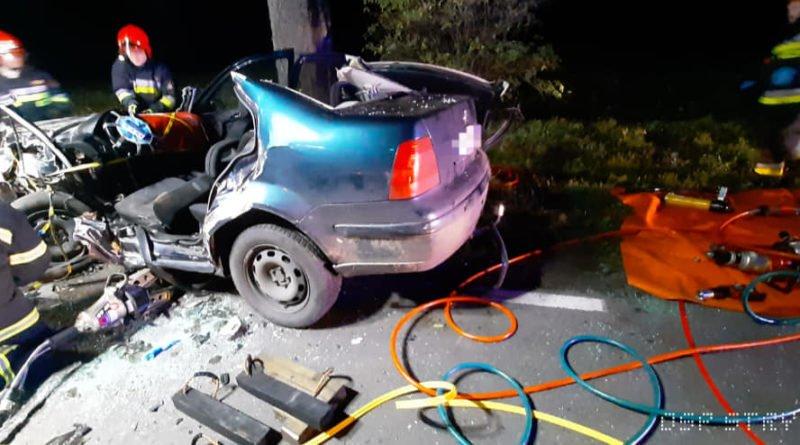 """wypadek fot. osp strykowo 14 800x445 - Groźny wypadek pod Poznaniem. """"Na miejsce zdarzenia zastano rozbity pojazd"""""""