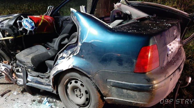 """wypadek fot. osp strykowo 15 800x445 - Groźny wypadek pod Poznaniem. """"Na miejsce zdarzenia zastano rozbity pojazd"""""""