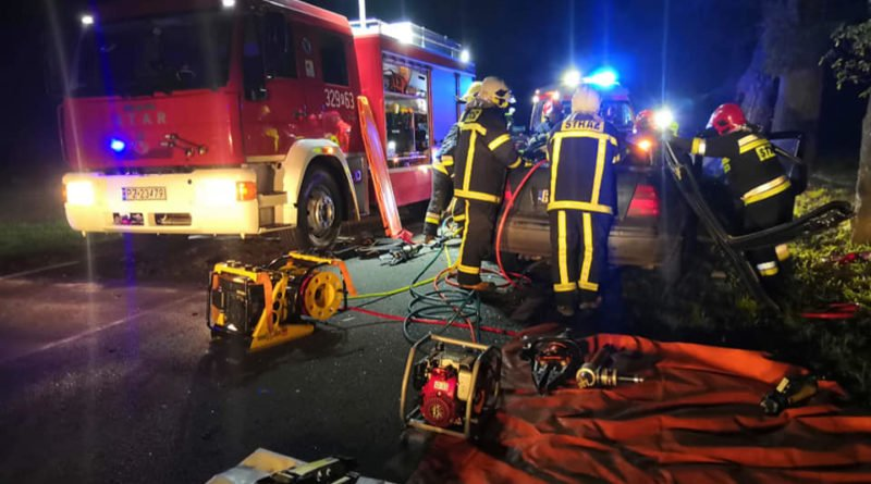"""wypadek fot. osp strykowo 3 800x445 - Groźny wypadek pod Poznaniem. """"Na miejsce zdarzenia zastano rozbity pojazd"""""""