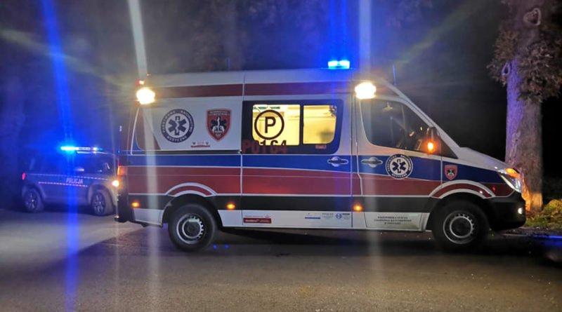 """wypadek fot. osp strykowo 8 800x445 - Groźny wypadek pod Poznaniem. """"Na miejsce zdarzenia zastano rozbity pojazd"""""""