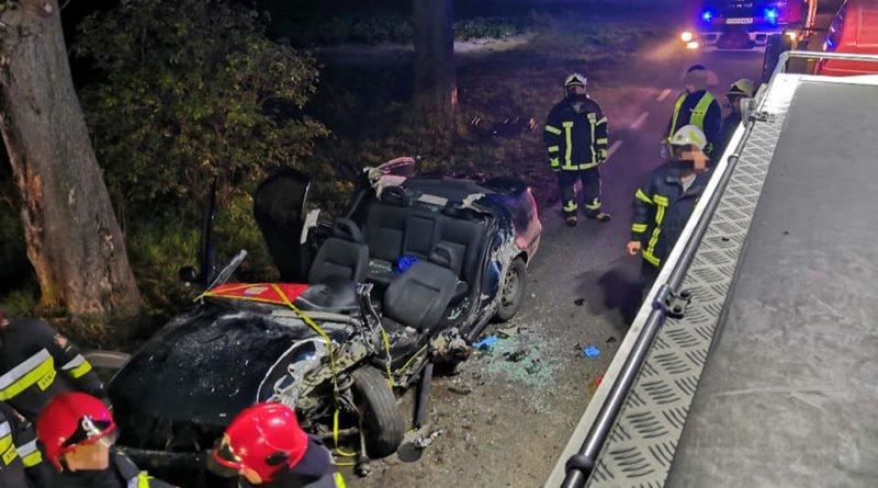 """wypadek fot. osp strykowo 9 800x445 - Groźny wypadek pod Poznaniem. """"Na miejsce zdarzenia zastano rozbity pojazd"""""""
