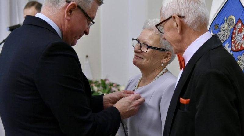 50 lat fot. ump 800x445 - Poznań: Prezydent wręczył Medale za Długoletnie Pożycie Małżeńskie