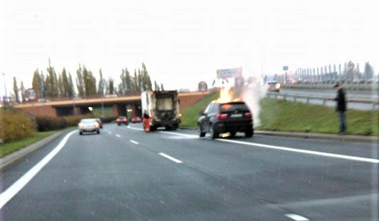 bmw pozar fot. krzysztof 762x445 - Poznań: Pożar samochodu na Górczynie