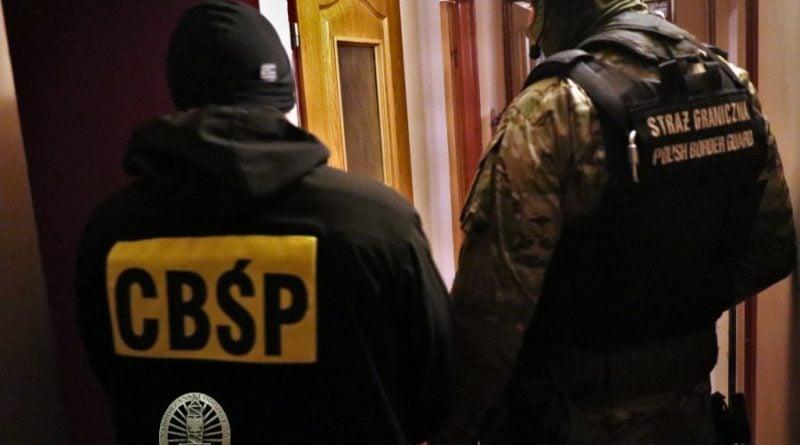cbsp 3 fot. policja 800x445 - CBŚP rozbiło gang przemytników ludzi. Działali także w Wielkopolsce