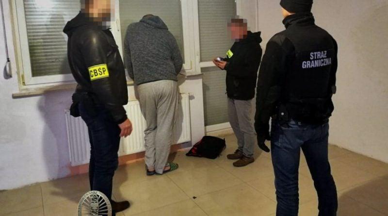 cbsp4 fot. policja 800x445 - CBŚP rozbiło gang przemytników ludzi. Działali także w Wielkopolsce