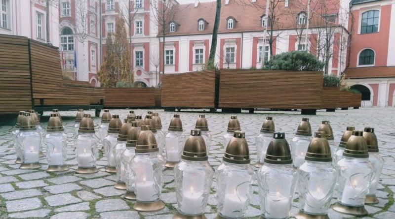 chodzi o zycie 2 800x445 - Poznań: Dzień Ofiar Wypadków Drogowych. Uczczono je zapalonymi zniczami