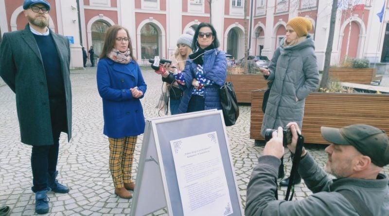 chodzi o zycie 3 800x445 - Poznań: Dzień Ofiar Wypadków Drogowych. Uczczono je zapalonymi zniczami